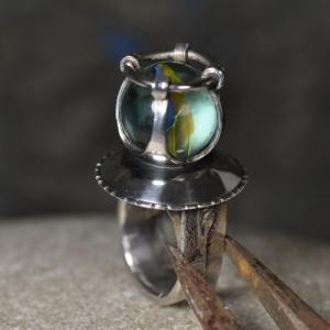 Ring aus Silber mit Murmel